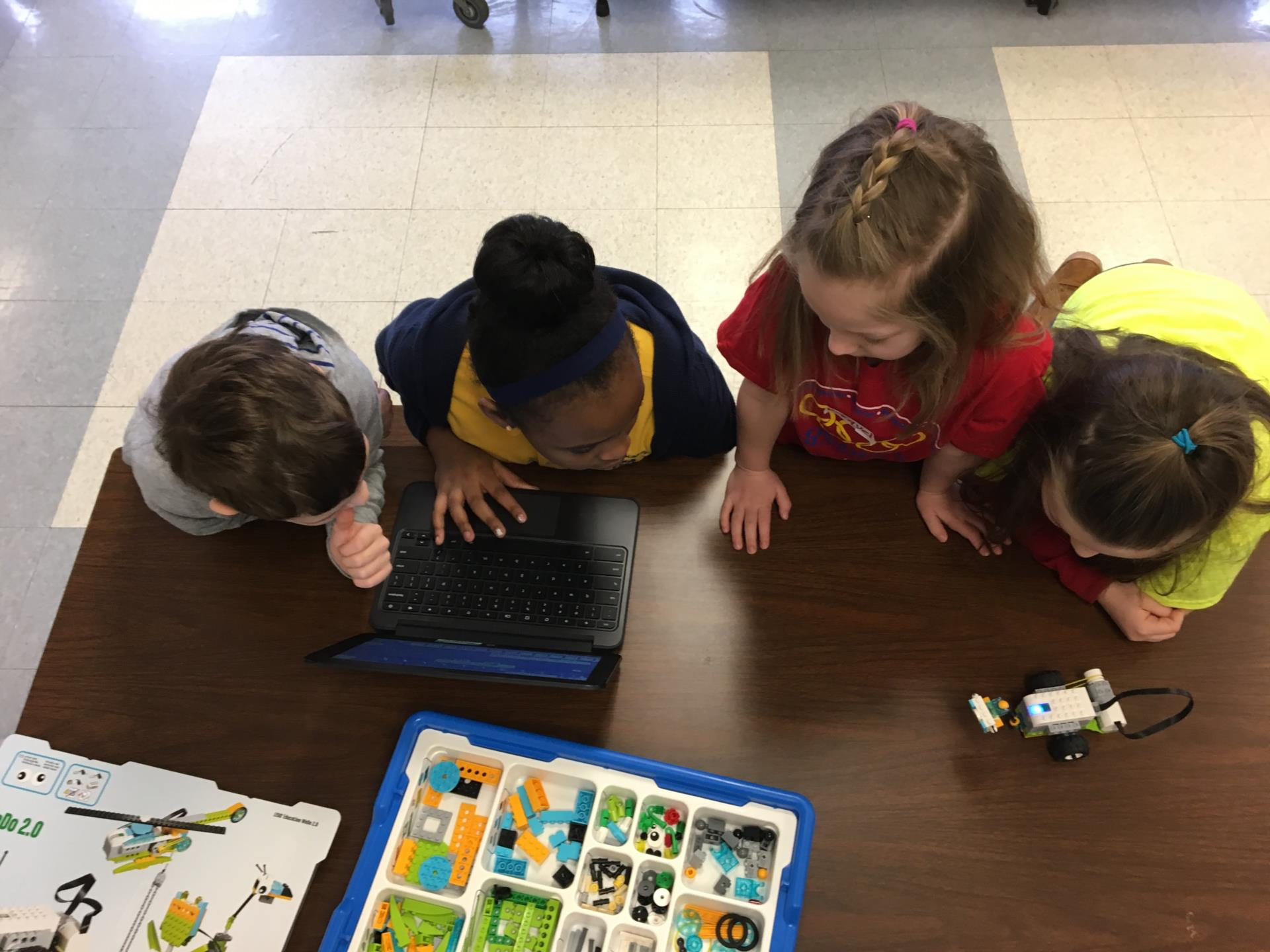 Children making Lego robots