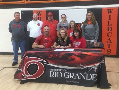Parr signs letter to play softball at Rio Grande