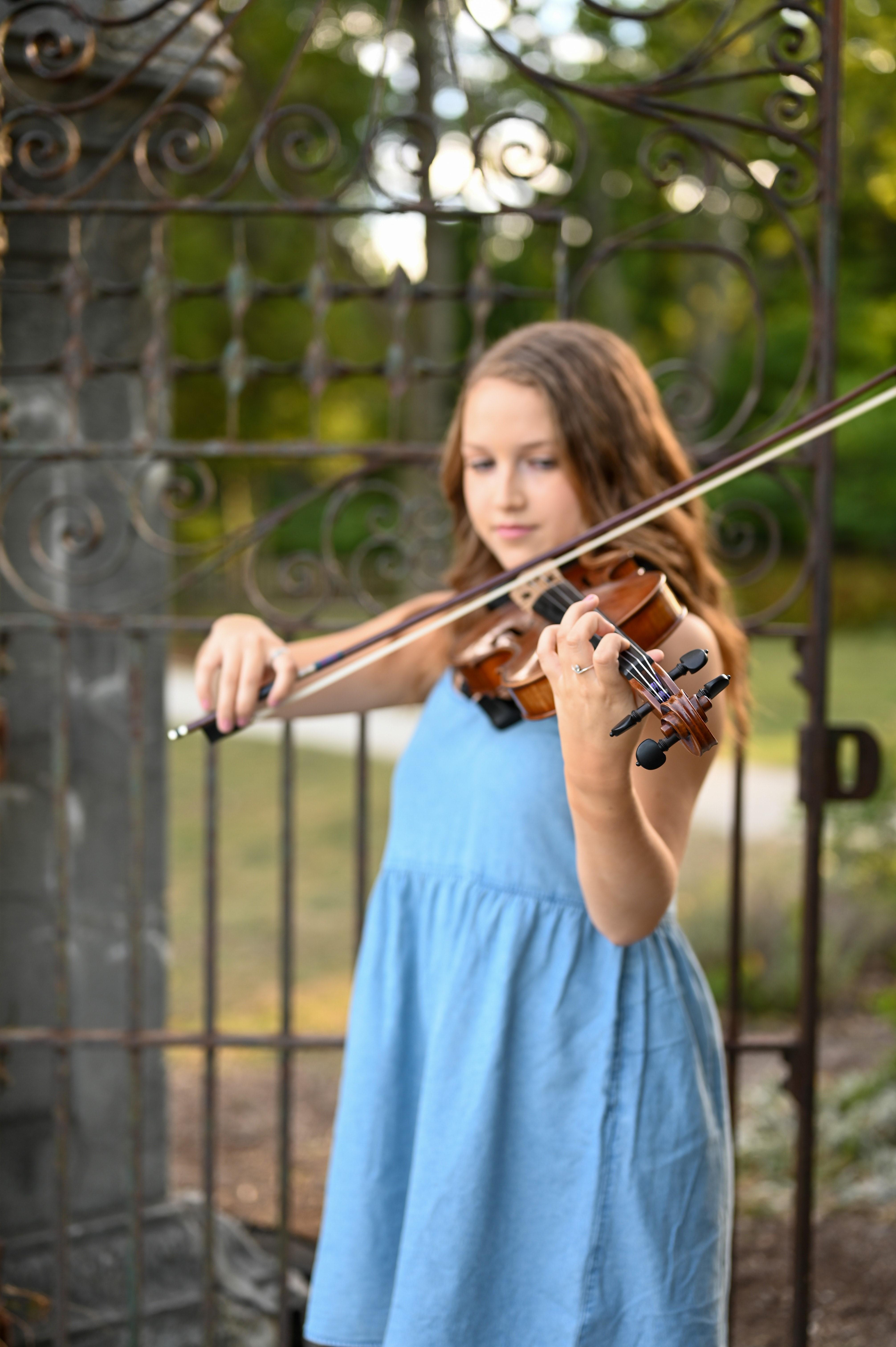 GHS Student Plays Violin